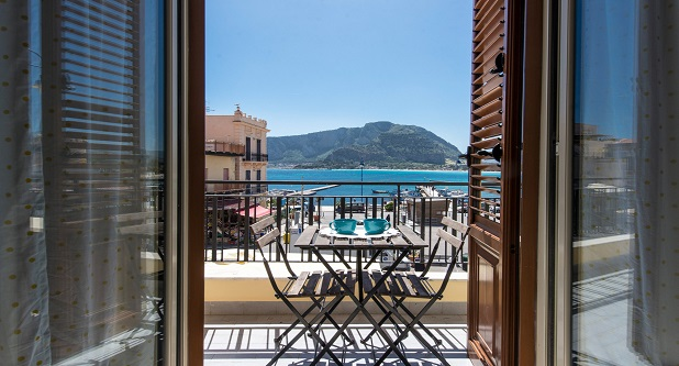 Casetta vista mare in piazza a Mondello by Wonderful Italy