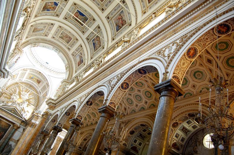 dettaglio interno - colonnato