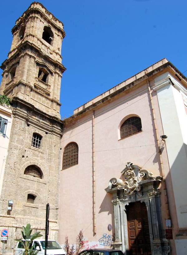 esterno con campanile
